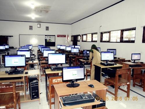 Proses Penyalaan Komputer Lab TIK