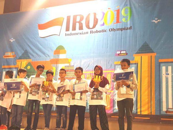DAFFA SISWA SMP 4 PAKEM  MENJADI TIM KOMPETISI ROBOT INDONESIA DI HUNGARIA