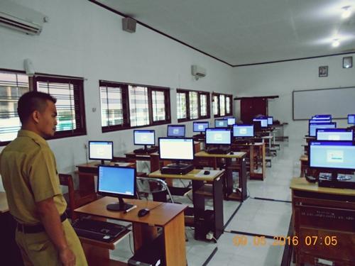 Proses Penyalaan Komputer Lab. TIK